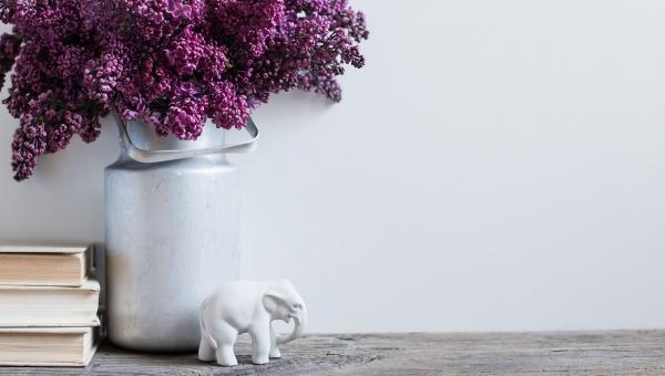 How do you preserve Lilacs in a vase?